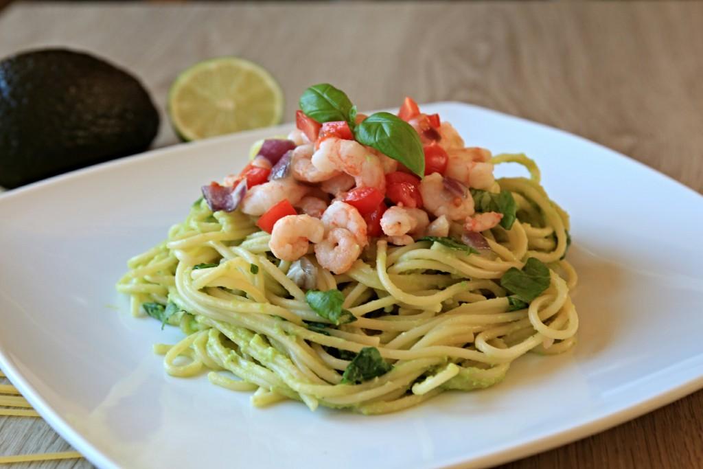 Špagety s avokádem a krevetami