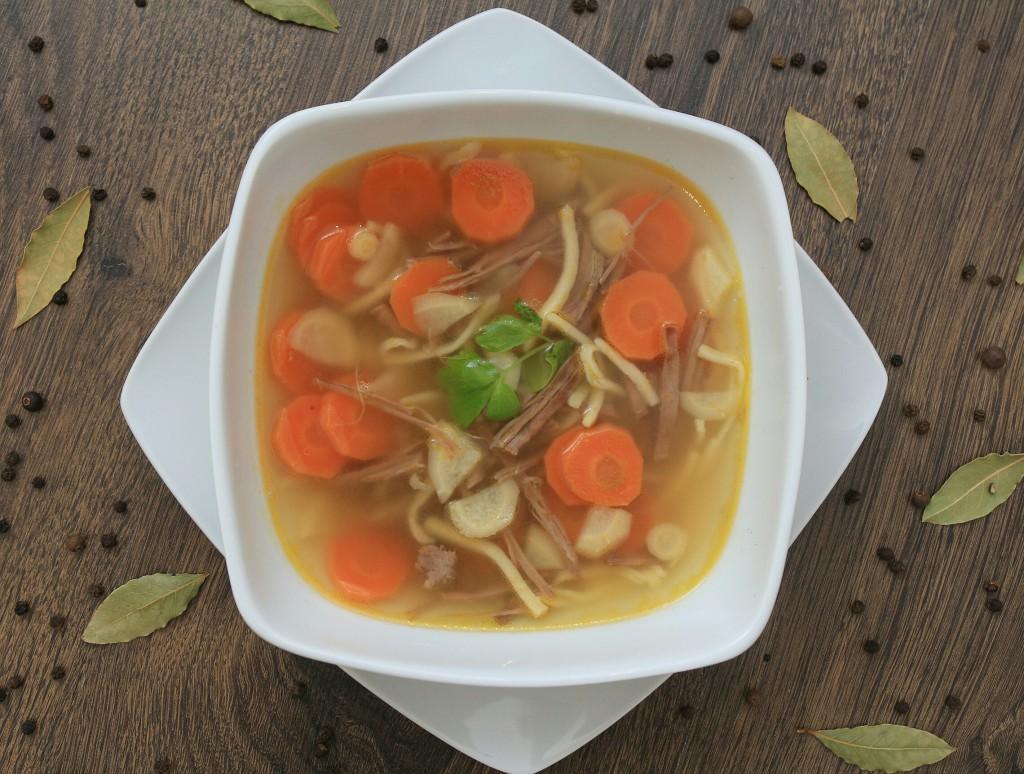 Hovězí polévka s domácími nudlemi