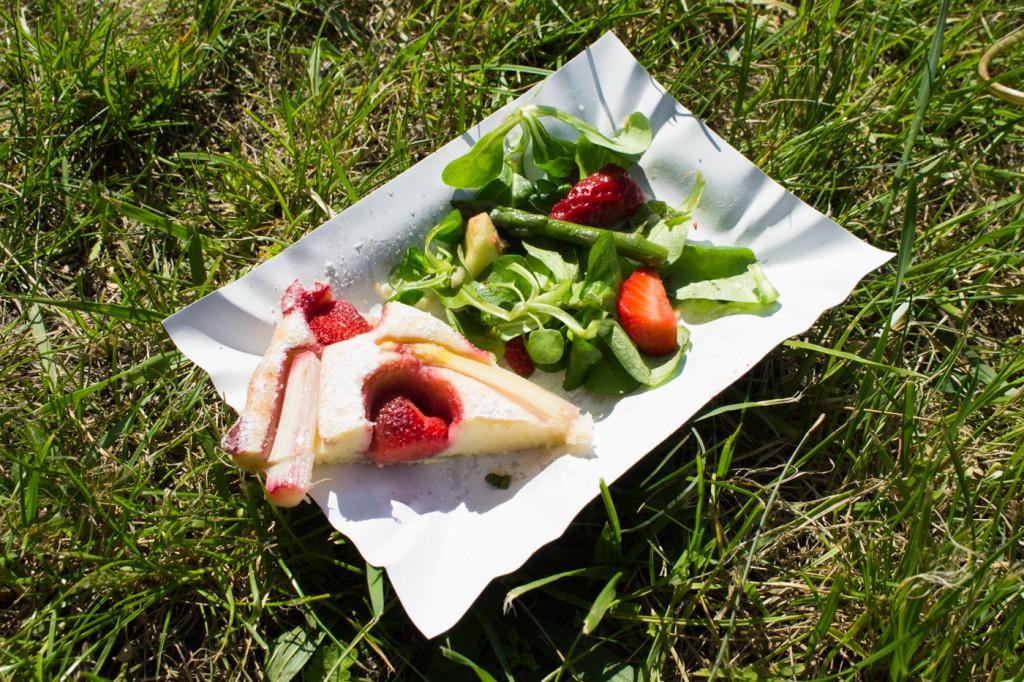 Koláč s chřestem a jahodami 4