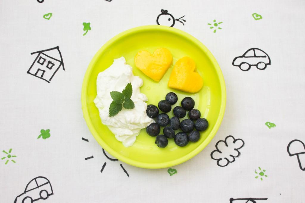 Tvaroh, borůvky a mangová srdíčka-26
