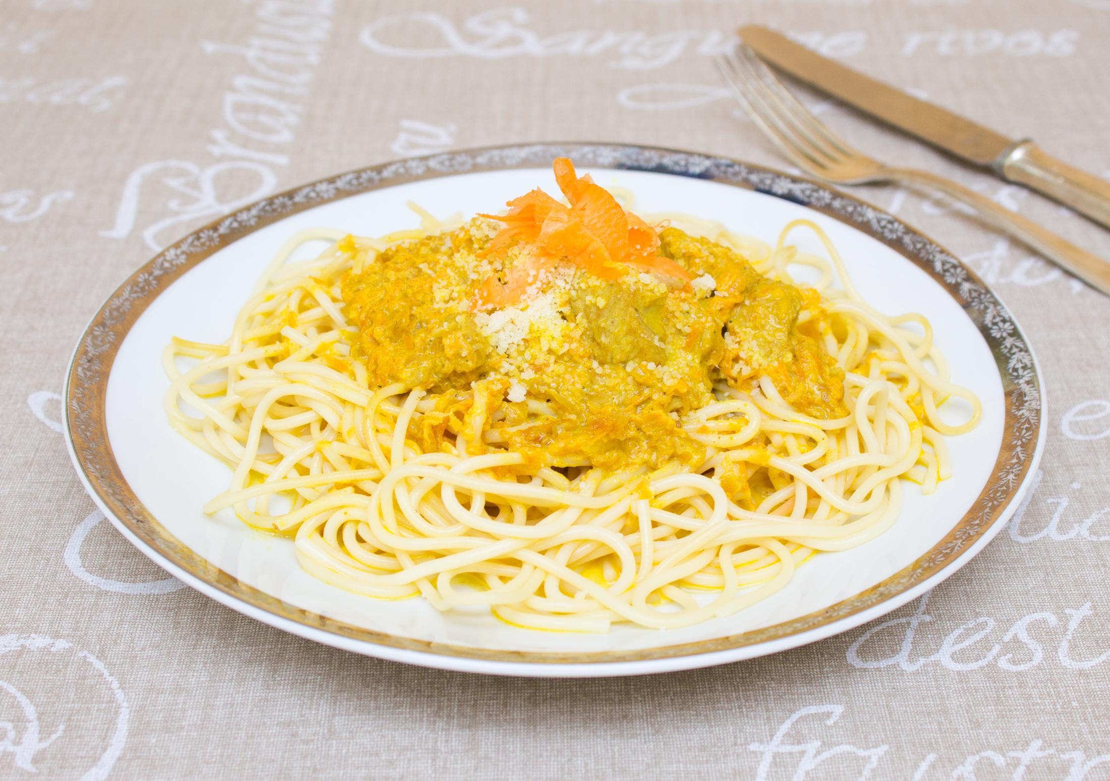 Těstoviny s kari, mrkví a kuřecím masem-2