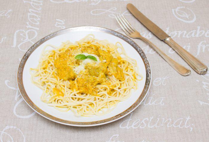 Těstoviny s kari, mrkví a kuřecím masem-27