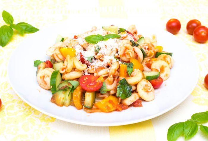 Těstoviny s rajčatovou omáčkou a zeleninou-8