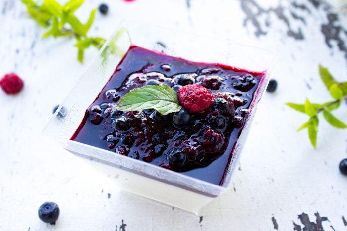 Mátová panna cota s lesním ovocem-2